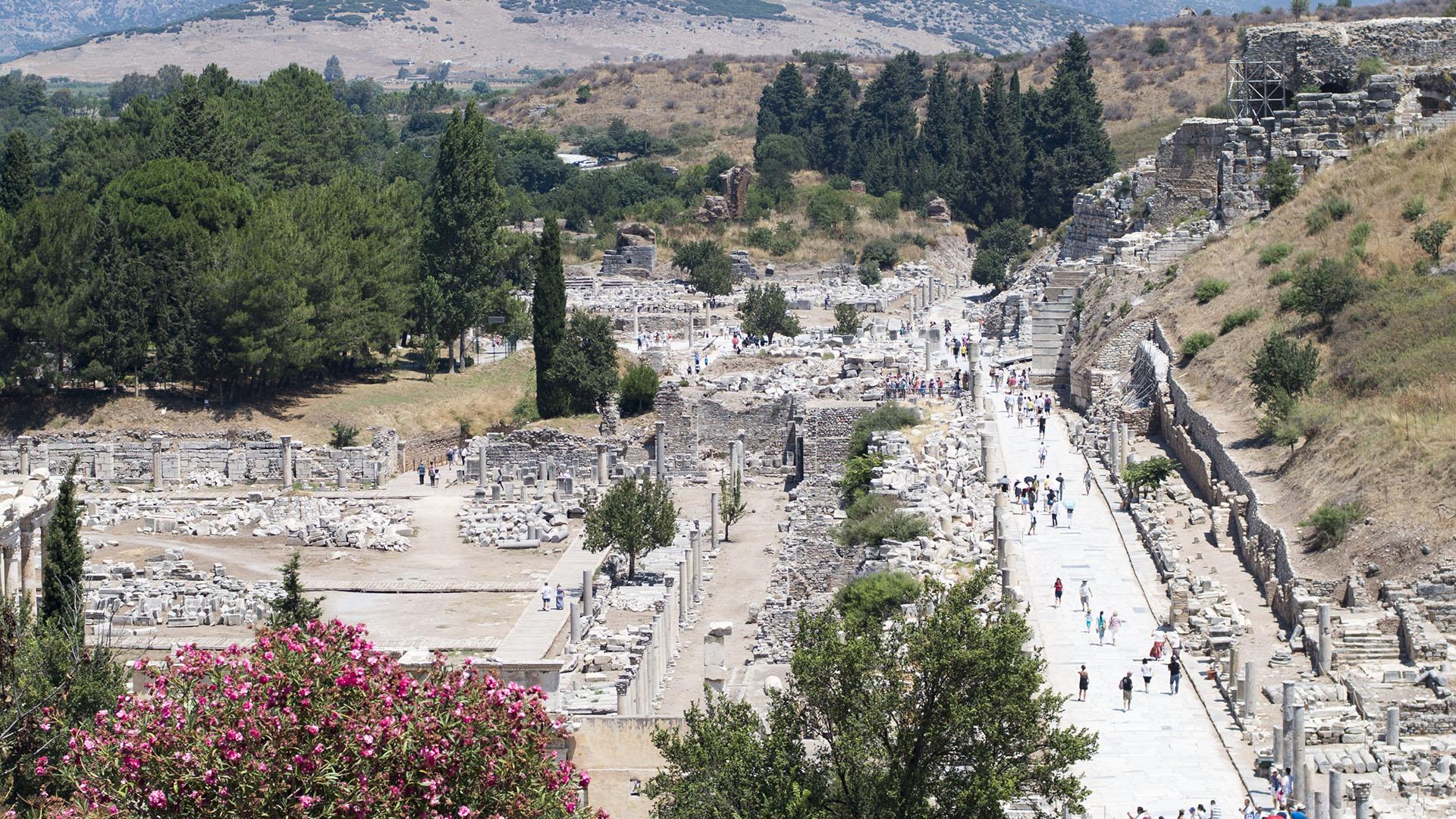 El ágora y la calle de mármol