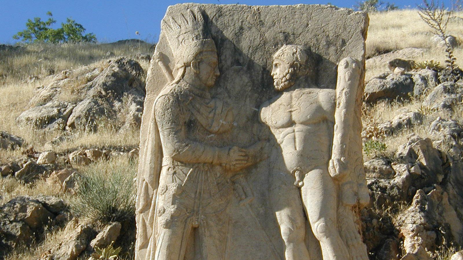 Mitrídates Calinico dando la mano al dios Heracles